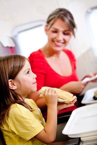 Como viajar de aviao com criancas