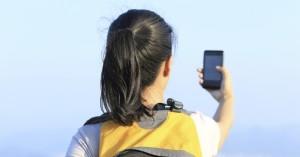 Como posso ficar conectado com meu telefone celular na Europa?