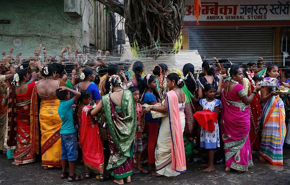 Imagem: mulheres em Mumbai (Índia).
