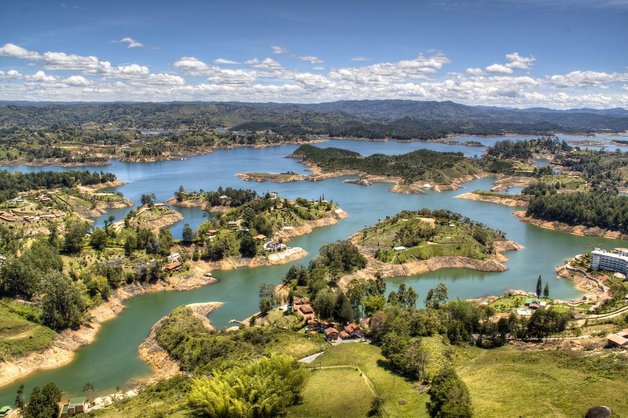 Por que você deveria pagar um tributo e visitar Medellín na Colômbia