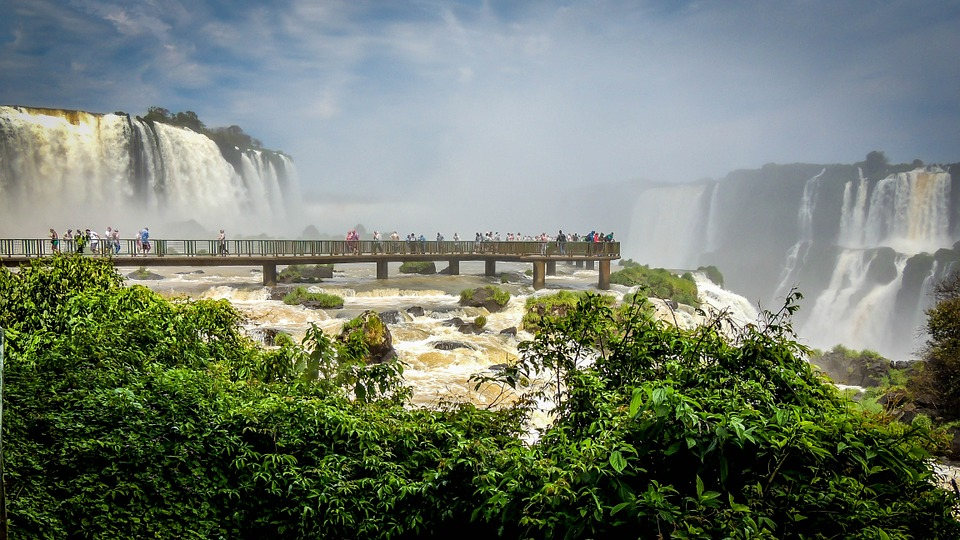 6 cataratas fascinantes ao redor do mundo