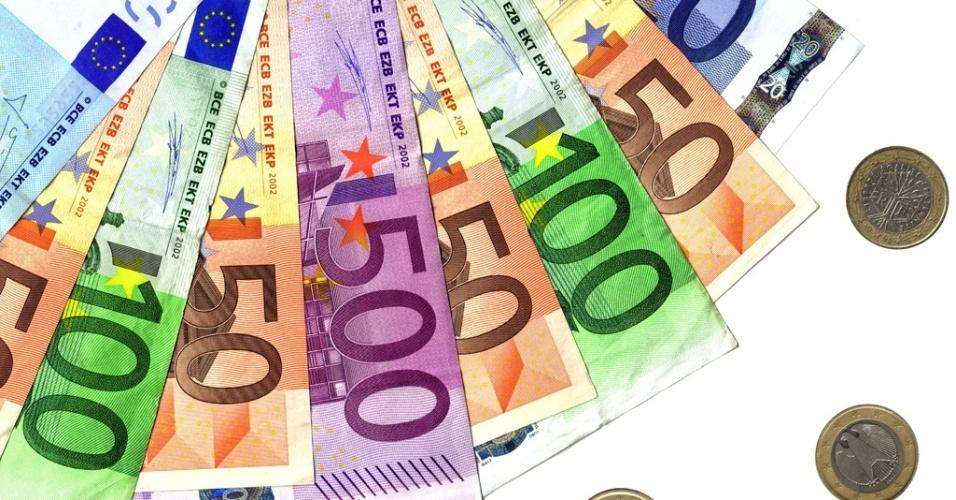 midia-indoor-euro-europeu-europa-dinheiro-moeda-banco-custo-credito-cambio-troca-viagem-turismo-turista-viajar-economia-bolsa-alta-financa-negocio-nota-pagamento-dinheiro-1272899149732_956x500